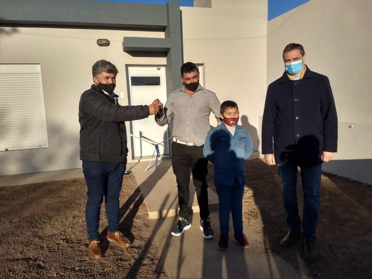 Entregaron llaves de Vivienda Habitar III a la familia Moreno