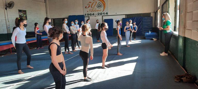 Gimnastas de Club San Jorge en jornada de evaluación técnica y física